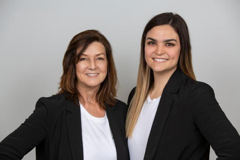 Stefanie และ Chelsea Hults เป็นแม่และลูกสาวที่อยู่เบื้องหลังแบรนด์บาร์ Tosi ที่เติบโตอย่างรวดเร็ว